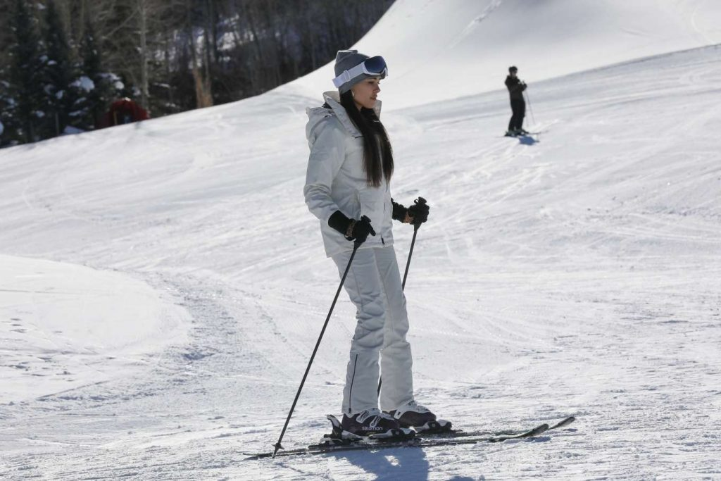 Madison Beer – Hits the Slopes For a Ski lesson in Aspen (16 Photos)