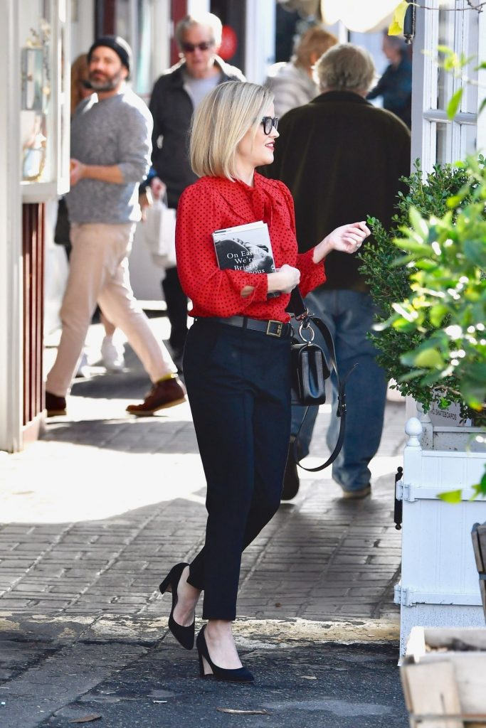Reese Whiterspoon – Stops By a Local Bookstore in Brentwood 12-05-2019
