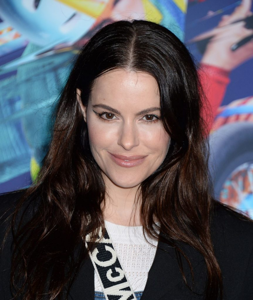 Emily Hampshire – Cirque du Soleil VOLTA Premiere in LA (6 Photos)