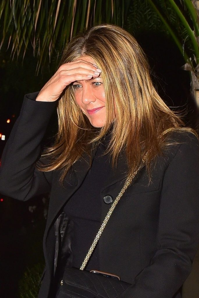 Jennifer Aniston – San Vicente Bungalow in West Hollywood January 2020