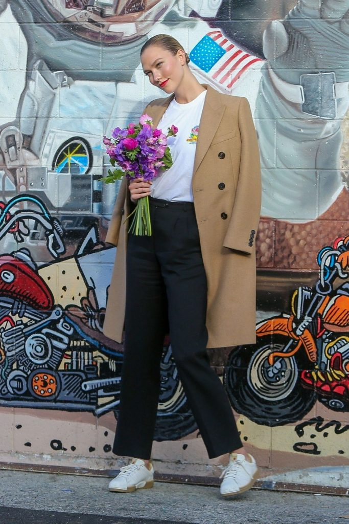Karlie Kloss – Los Angeles January 2020 (10 Photos)