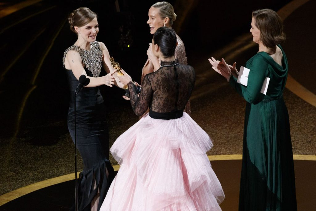Sigourney Weaver, Brie Larson and Gal Gadot – Onstage at Academy Awards (10 Photos)