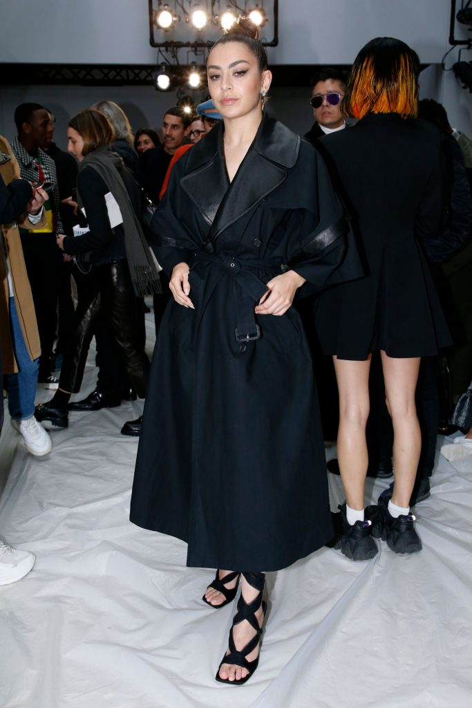 Charli XCX – JW Anderson Show at LFW 2020 (4 Photos)