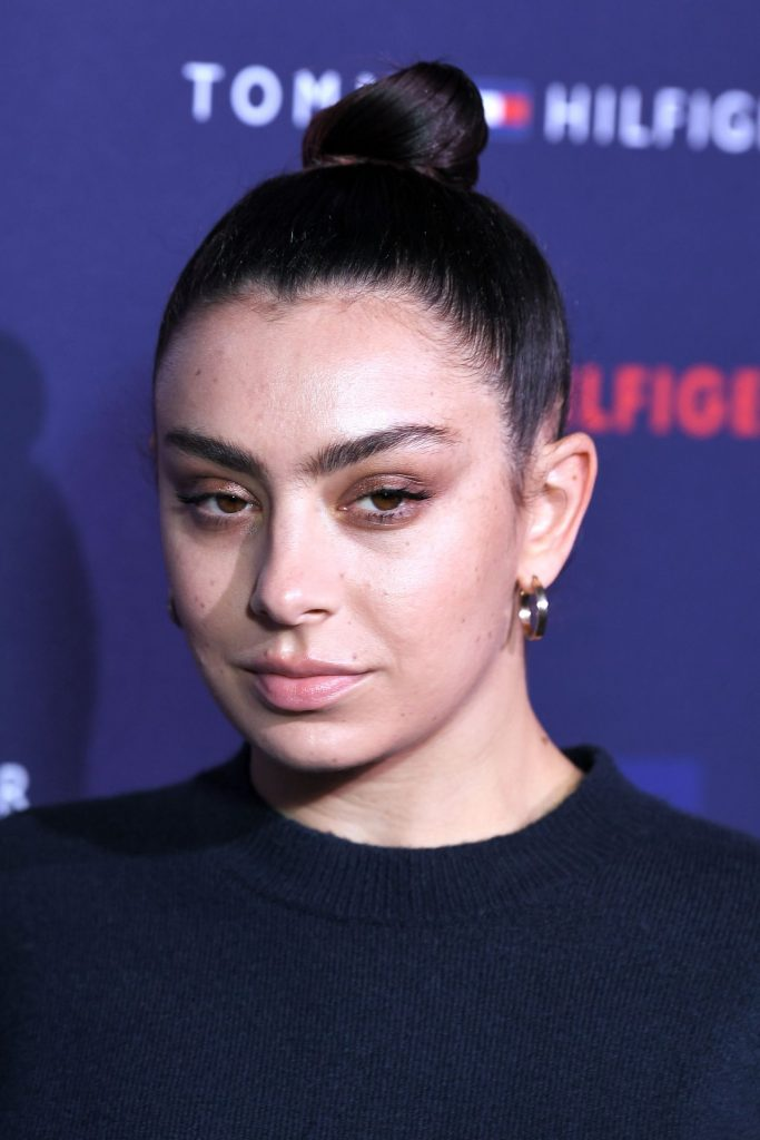 Charli XCX – Tommy Hilfiger Show at LFW 2020 (3 Photos)