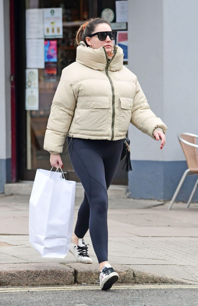 Kelly Brook – Shopping in London 2020 (7 Photos)