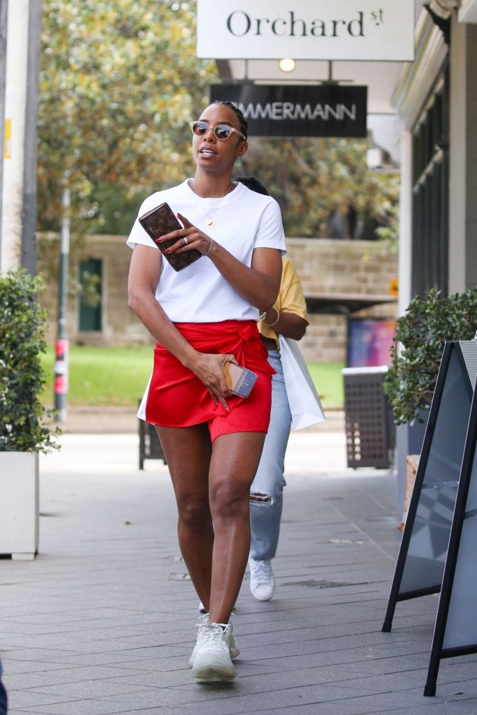 Kelly Rowland – Shopping in Sydney 2020 (16 Photos)