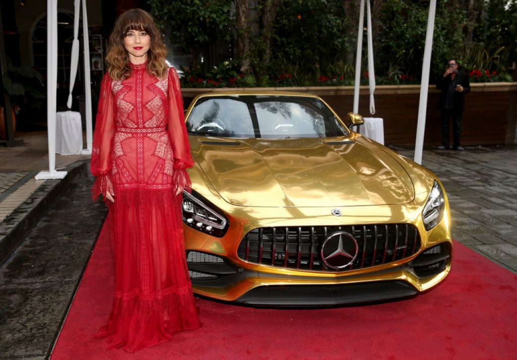 Mercedes-Benz Oscar Viewing Party in Hollywood 2020: Linda Cardellini (3 Photos)