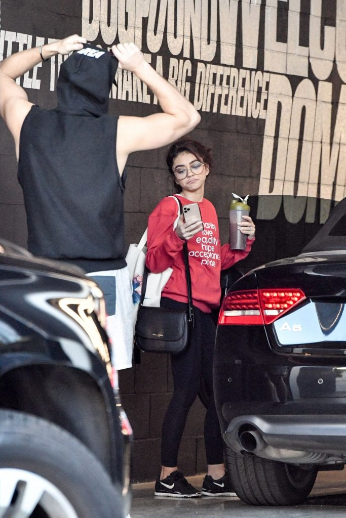 Sarah Hyland – Leaving the Dogpoung Gym in West Hollywood 2020 (7 Photos)