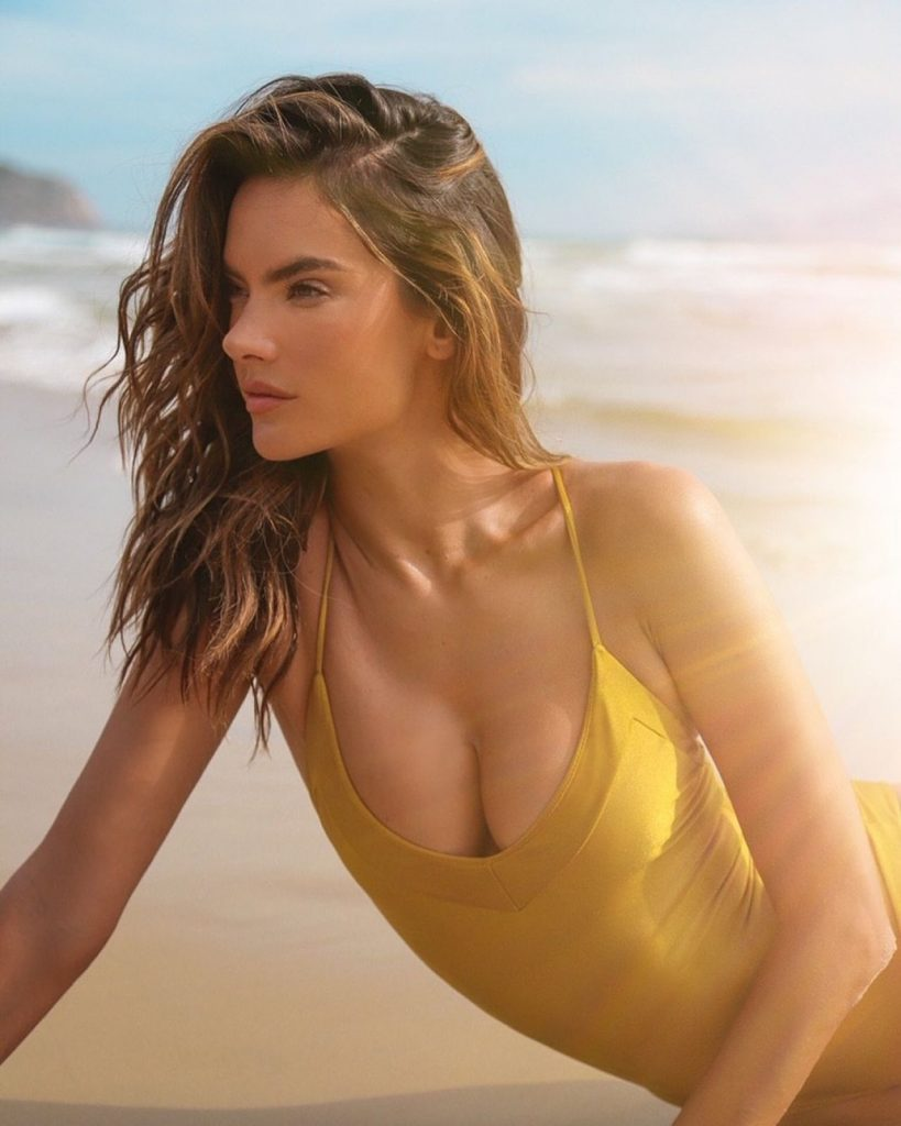 GAL Floripa March 2020: Alessandra Ambrosio (7 Photos)