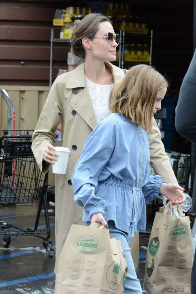 Angelina Jolie – Shopping in Los Angeles 2020 (4 Photos)