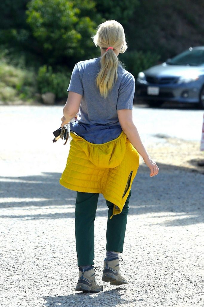 Beth Behrs in Casual Outfit – Hollywood Hills 2020 (10 Photos)
