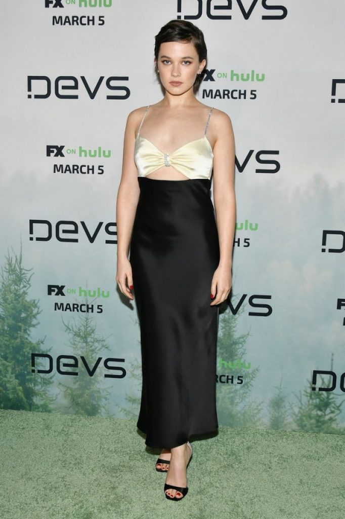 Devs Premiere in Hollywood: Cailee Spaeny (2 Photos)