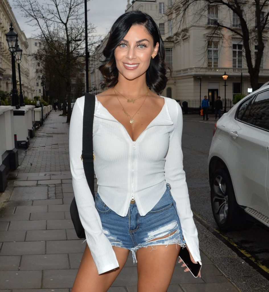 Cally Jane Beech – Arriving at the Hangout Event in London 2020 (9 Photos)
