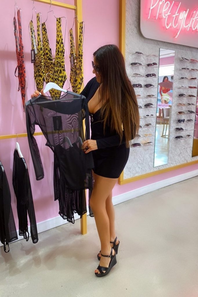 Claudia Romani – Pretty Little Thing Showroom in Miami 2020 (16 Photos)