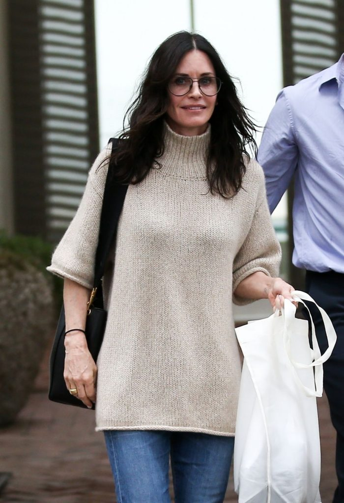 Courtney Cox – Shopping in Melrose Place 2020 (6 Photos)