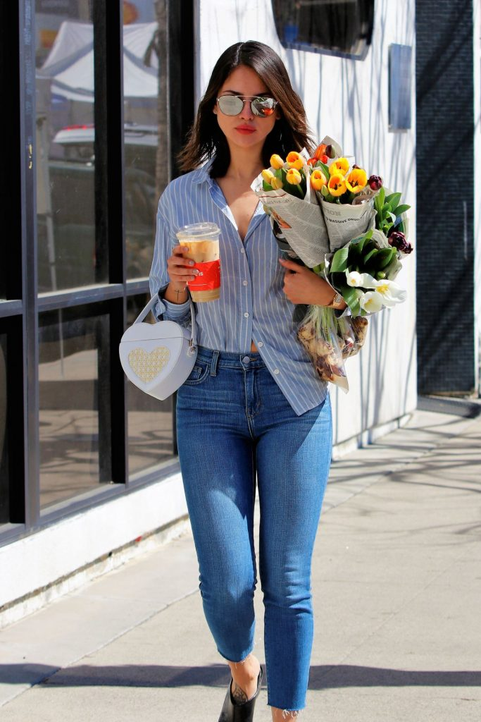 Eiza Gonzalez – Farmers Market in Los Angeles 2020 (13 Photos)