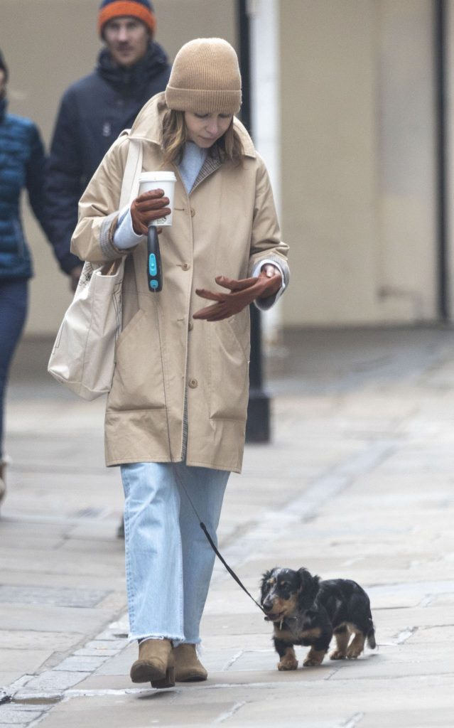 Emilia Clarke – Takes Her Dog For a Stroll in London 2020 (10 Photos)