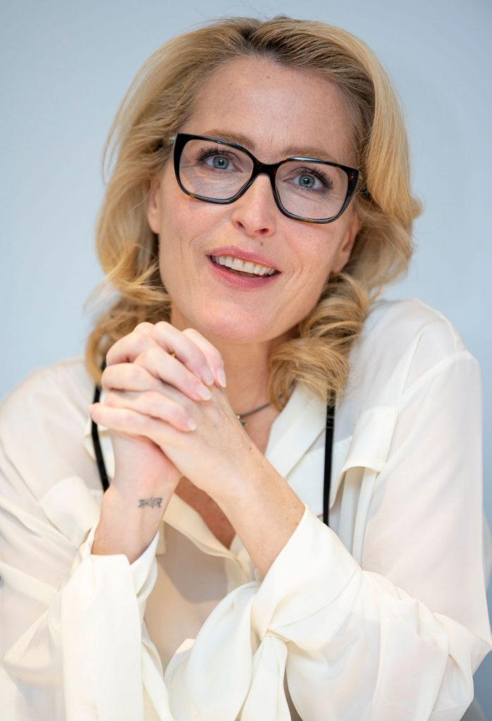 Gillian Anderson – The Crown TV Show Photocall in London (5 Photos)