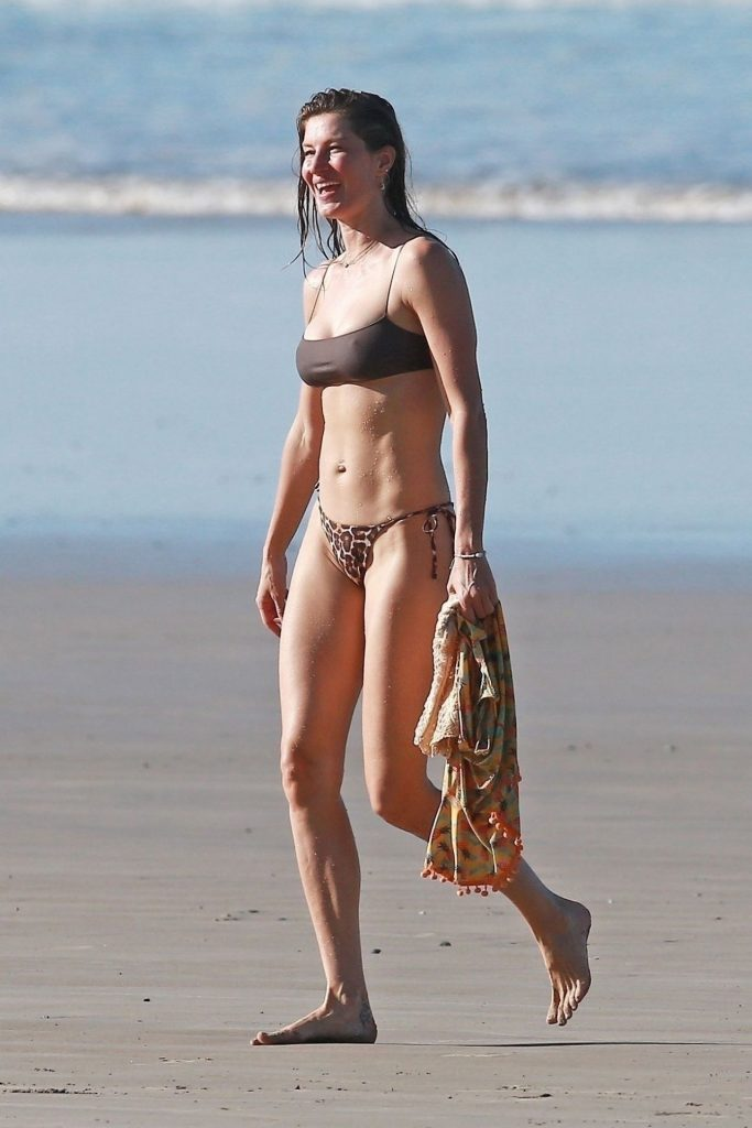 Gisele Bundchen – Photoshoot on the Beach in Costa Rica 2020 (15 Photos)
