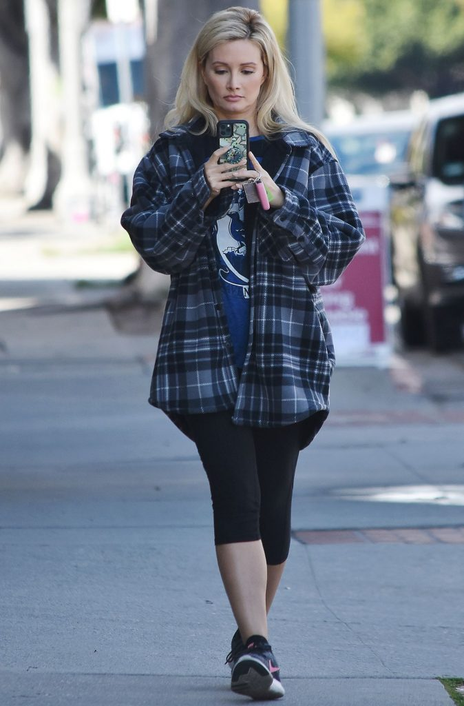 Holly Madison – Out in Studio City 2020 (7 Photos)