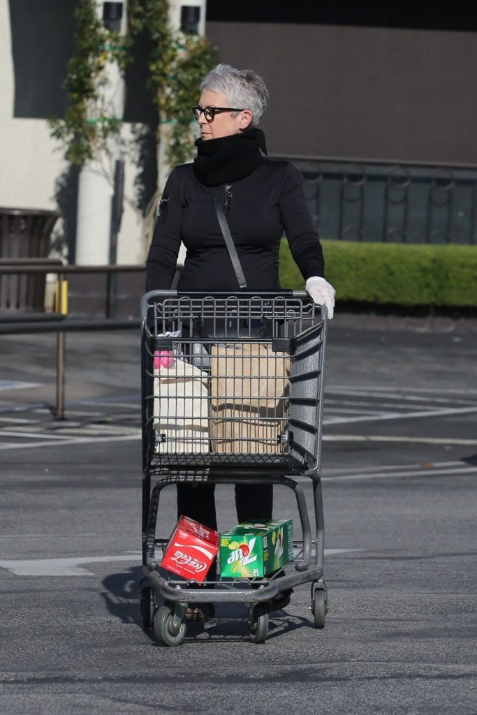 Jamie Lee Curtis – Grocery Shopping in Pacific Palisades 2020 (13 Photos)