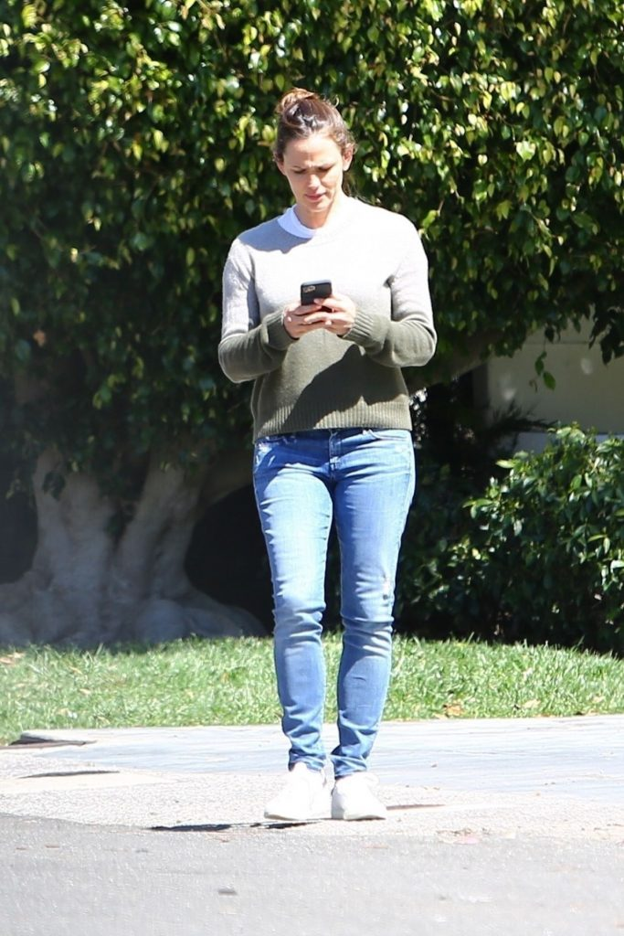 Jennifer Garner – Out in Pacific Palisades 2020 (7 Photos)