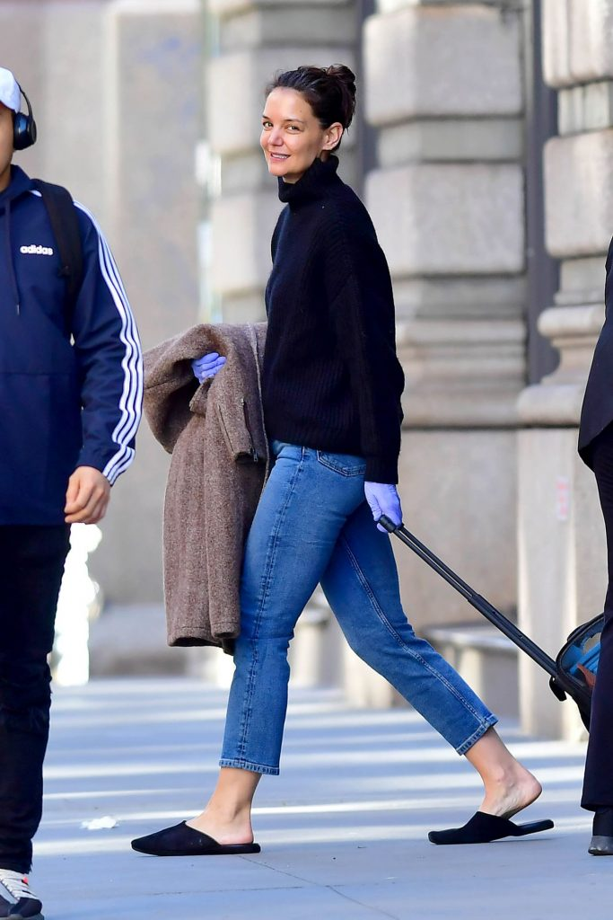 Katie Holmes – Leaving Her Home in NYC 2020 (7 Photos)