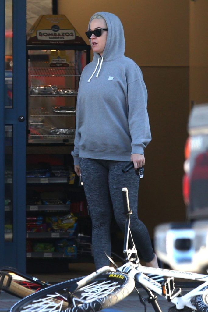 Katy Perry in All Grey – Gas Station Shop 2020 (7 Photos)