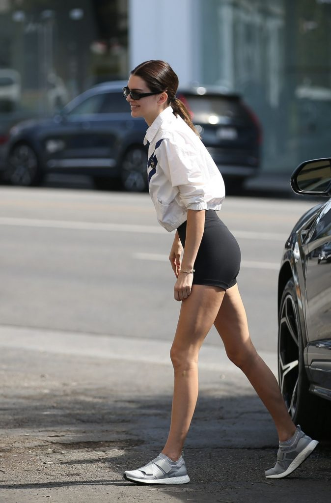 Kendall Jenner – Arrives for Lunch at Melrose Place in LA 2020 (12 Photos)