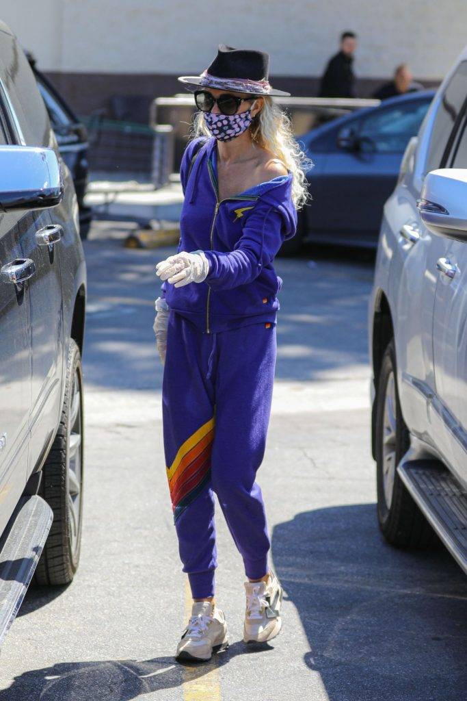 Laeticia Hallyday – Wears a Mask at Grocery Store in Brentwood 2020 (7 Photos)