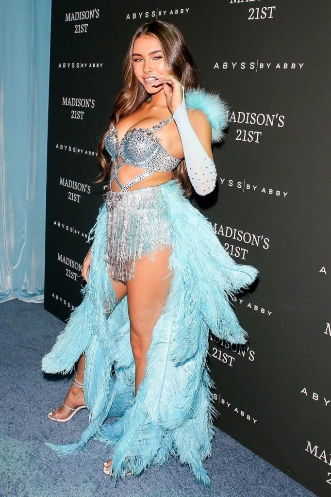 Madison Beer in a Blue Feather Ensemble – Hollywood 2020 (15 Photos)