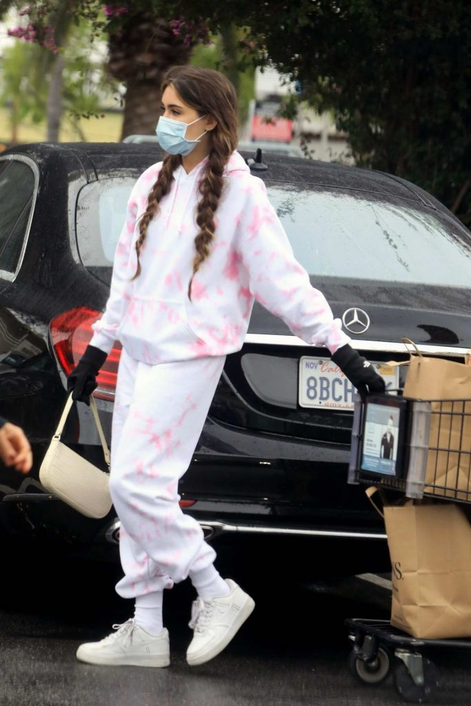 Madison Beer – Surgical Mask and Gloves Amid Coronavirus Pandemic in LA 2020 (6 Photos)