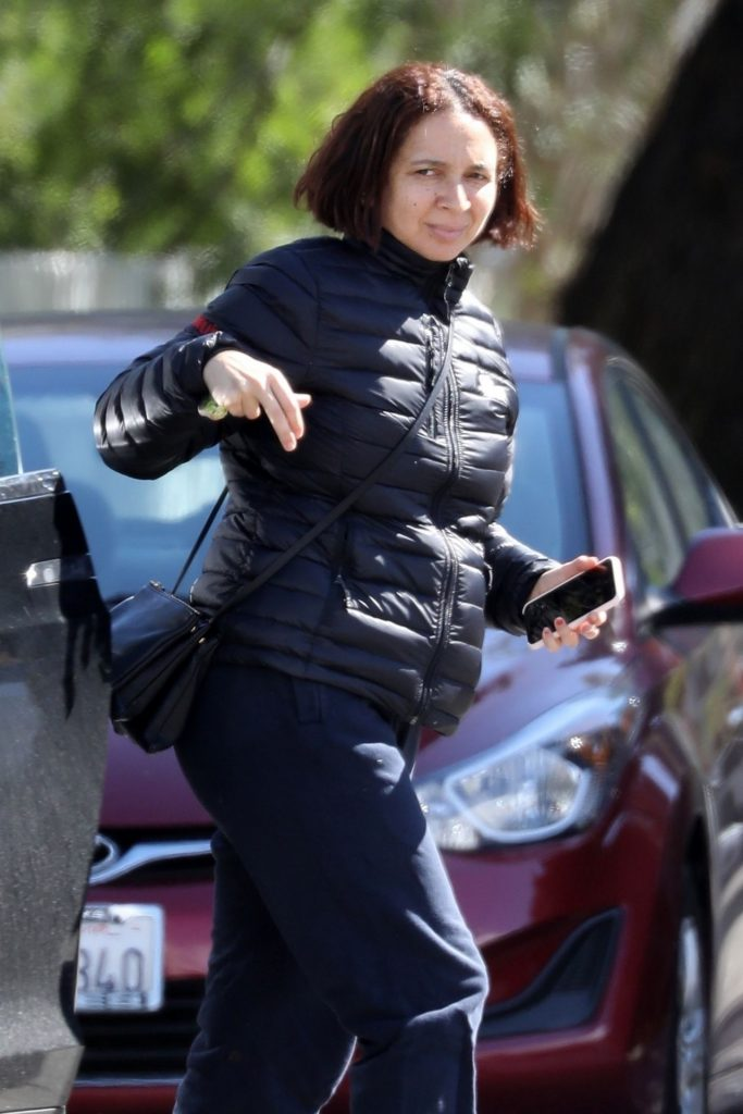Maya Rudolph – Arrives at a Friend's Home in LA 2020 (5 Photos)