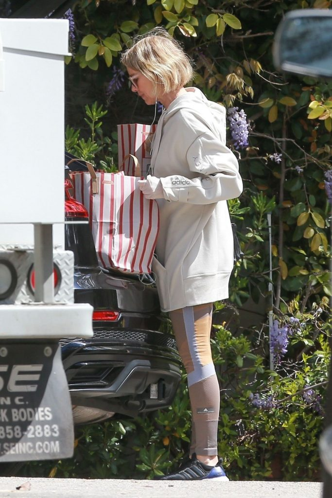Naomi Watts in Athleisure and Latex Gloves – Shopping in LA 2020 (9 Photos)