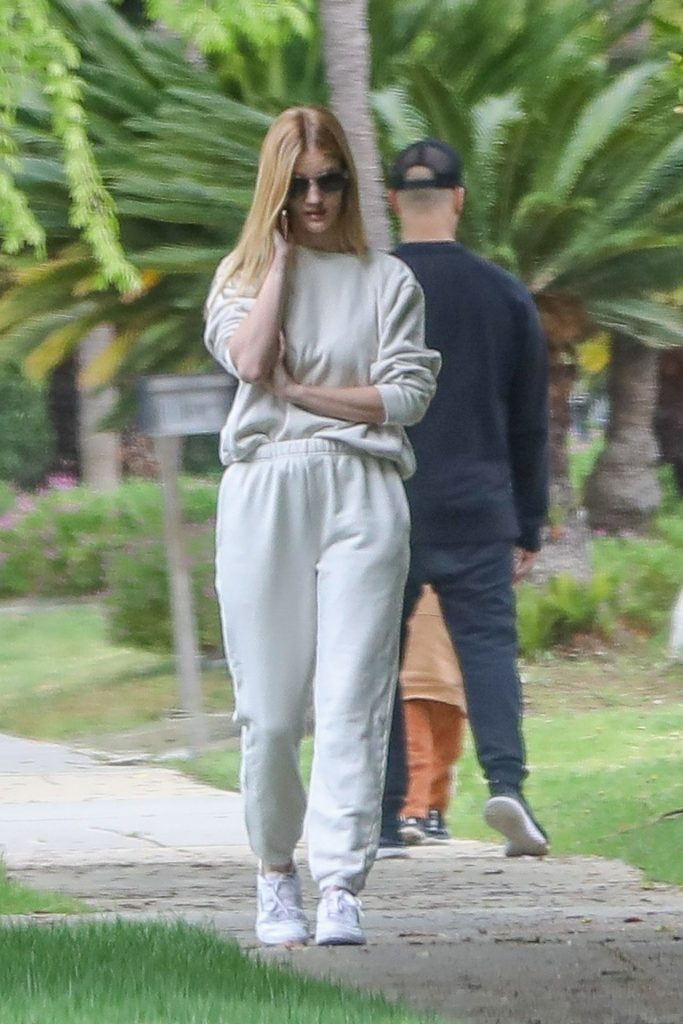 Rosie Huntington-Whiteley – Out in Beverly Hills 2020 (7 Photos)