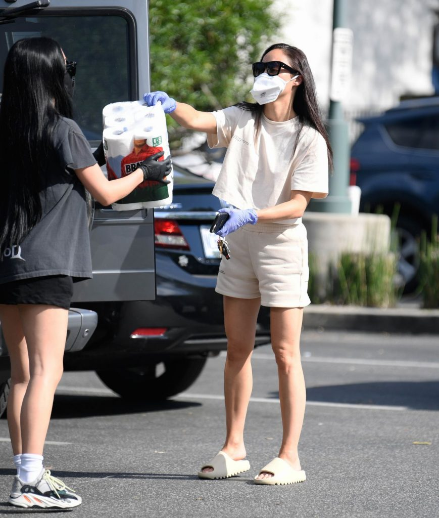 Cara Santana – Shopping in Los Angeles 2020 (9 Photos)
