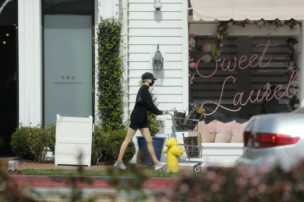 Charlotte McKinney – Shopping in Pacific Palisades 2020 (13 Photos)