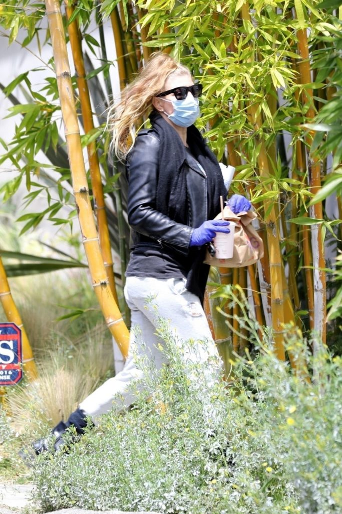 Fergie – Out in Santa Monica 2020 (5 Photos)