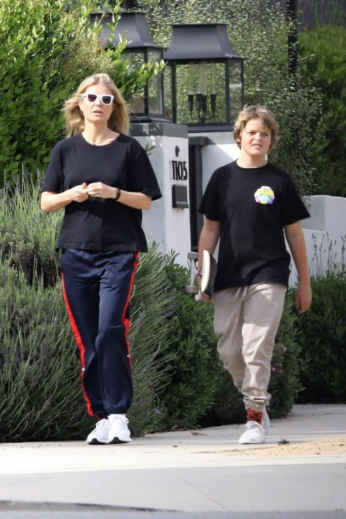 Gwyneth Paltrow – Out in LA 2020 (3 Photos)