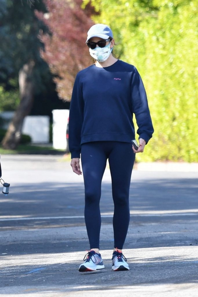Jennifer Garner – Out in Pacific Palisades 2020 (6 Photos)