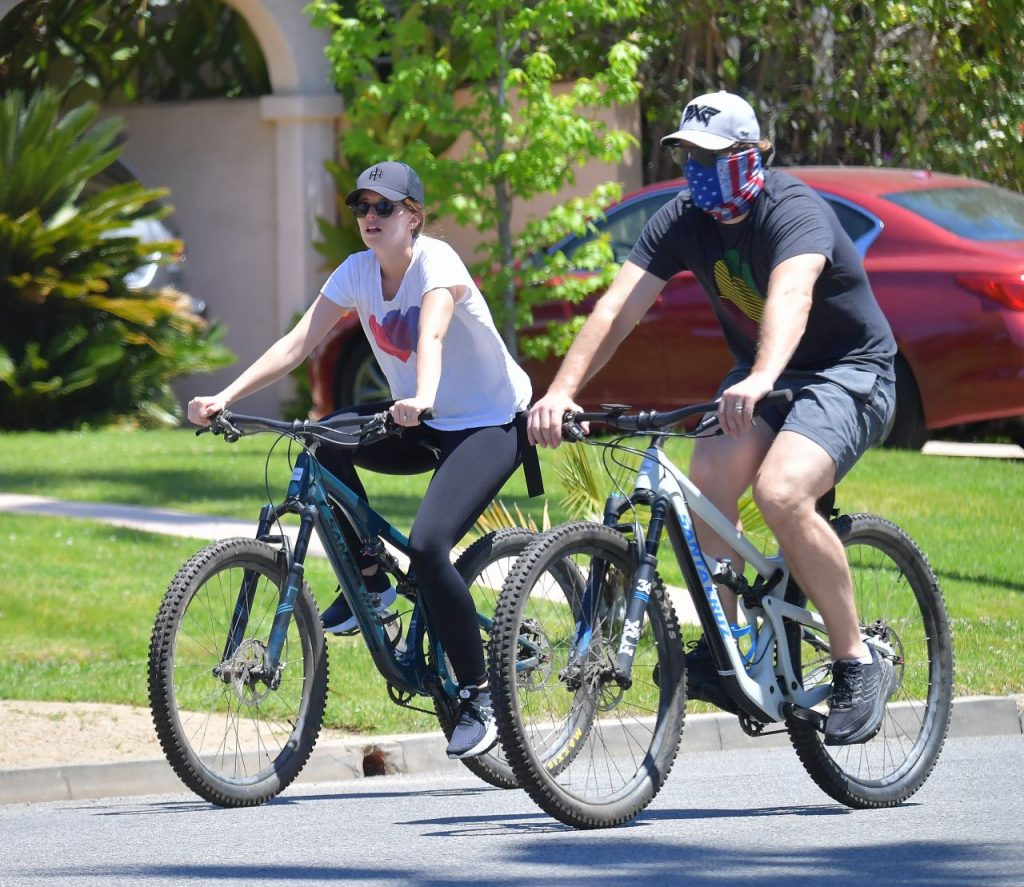 Katherine Schwarzenegger – Biking in Santa Monica 2020 (7 Photos)