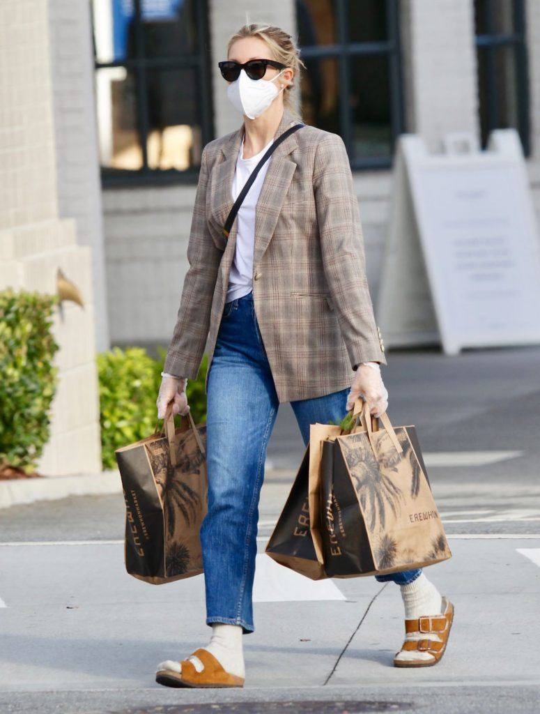 Kelly Rutherford – Shopping in LA 2020 (7 Photos)