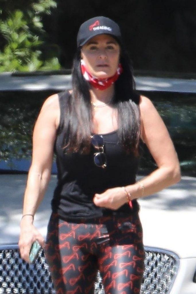 Kyle Richards in Workout Gear 2020 (6 Photos)