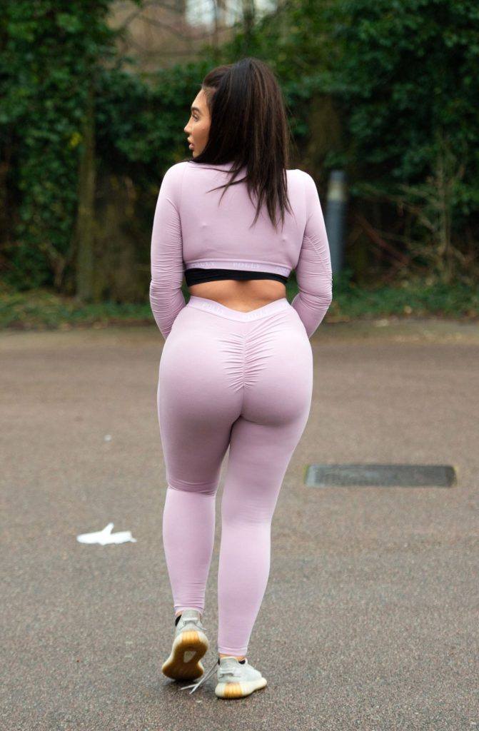 Lauren Goodger in Tiny Crop-Top and Leggings – Out for a Morning Run 2020 (16 Photos)