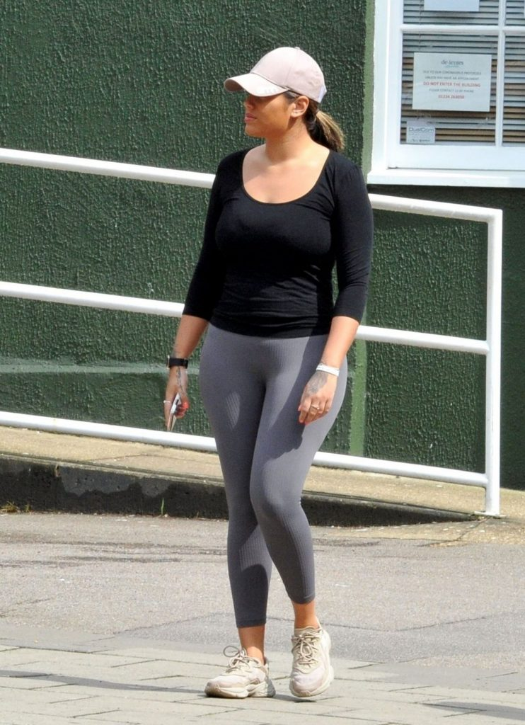 Malin Andersson – Jog Near Her Home in London 2020 (5 Photos)
