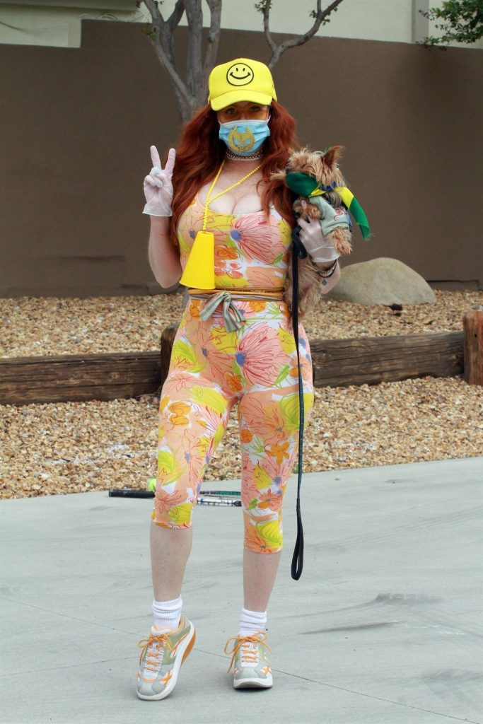 Phoebe Price – Gets Some Tennis During Quarantine 2020 (10 Photos)