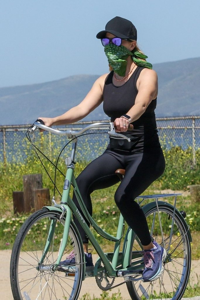 Reese Witherspoon – Bike Ride in Malibu 2020 (10 Photos)