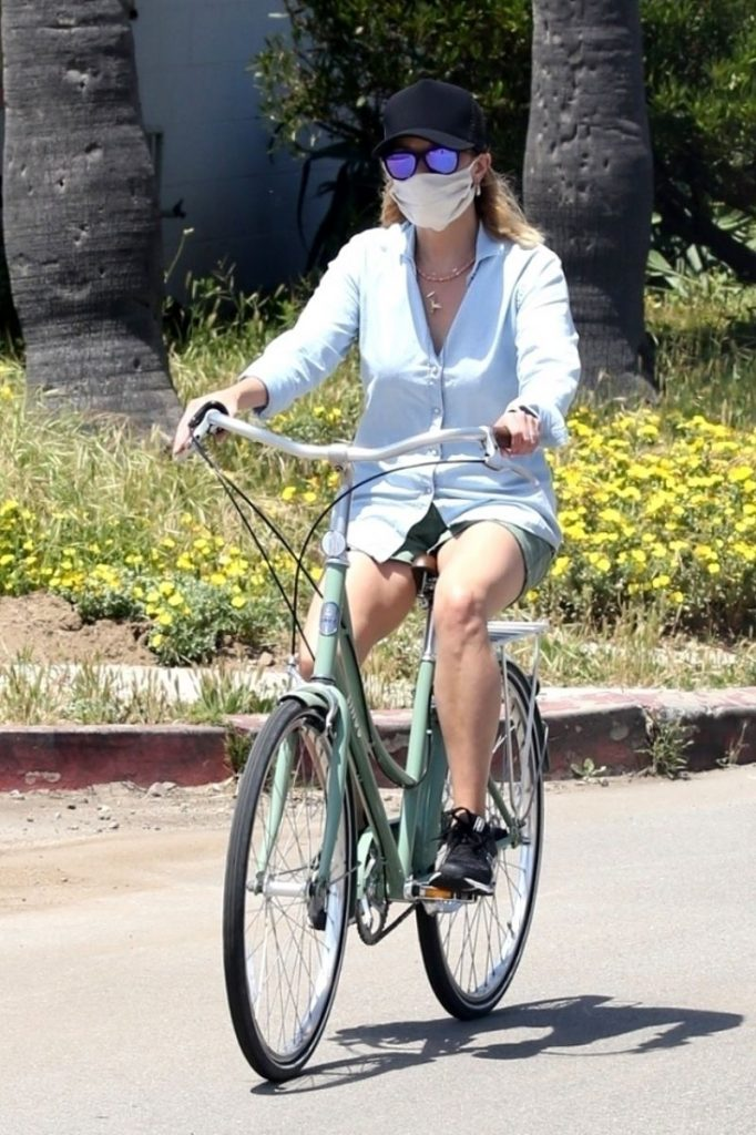 Reese Witherspoon – Bike Ride in Malibu 2020 (6 Photos)