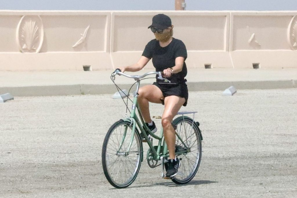 Reese Witherspoon – Riding Bike (6+ Photos)