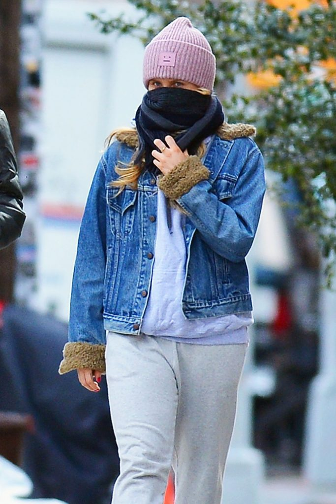 Sailor Brinkley-Cook – Out for a Mask-Less Stroll to a Park in Brooklyn 2020 (7 Photos)